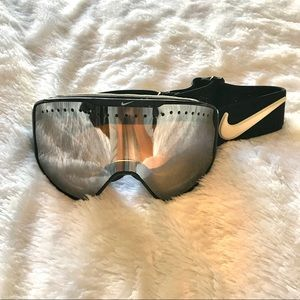 Nike ski/snow goggles